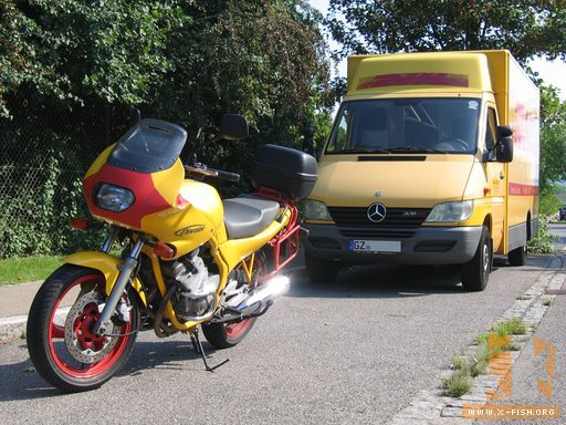 Yamaha XJ 600 »reddish-yellow« vs. DHL-Lackierung